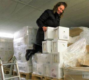 Anja bei der Lagerarbeit